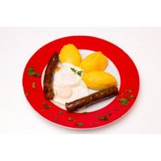 Carnati de casa cu mamaliguta si ochiuri de ou
